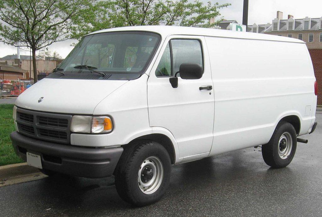 1280px-Dodge-Ram-Van